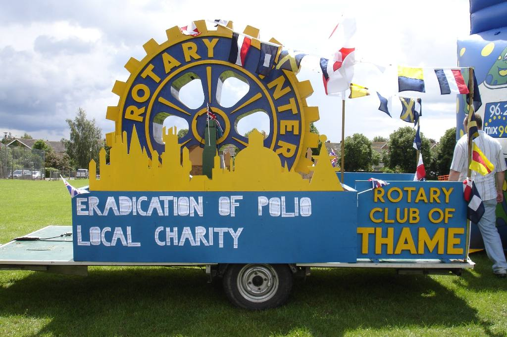 Thame Carnival & Fete 16 June '07 - The Rotary float