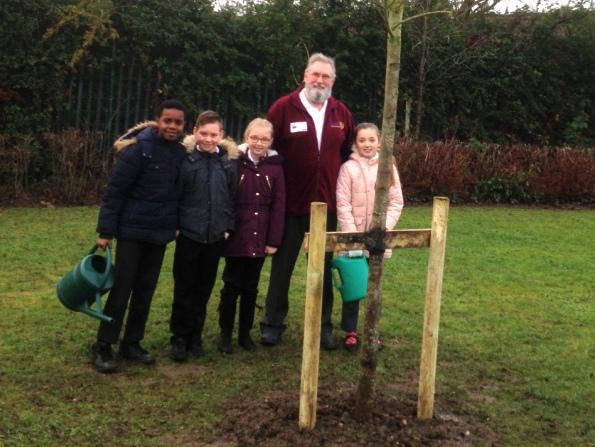 A Tree for Chiltern - Chiltern Pupils together with RC President and 'Big Kid' Steve Hardy