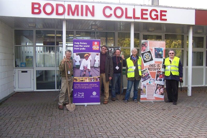 2010 Crocus Planting - Bodmin + Lostwithiel members at Bodmin College