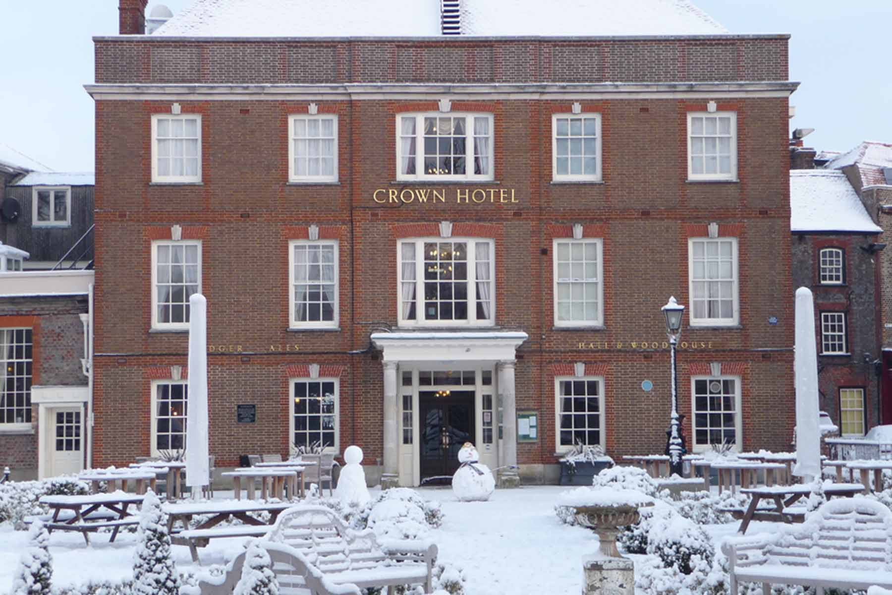 Blandford in the snow -  Snowmen visit the Crown Hotel