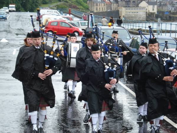 Two Capitals Cycle Run 2007 - A pipe band welcomed entrants to South Queensferry