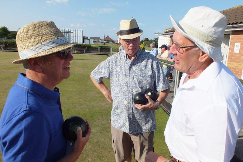 Photo Album - July/August 2014 - Disputes are rare when our club bowl but President Robert is always there to act as mediator!