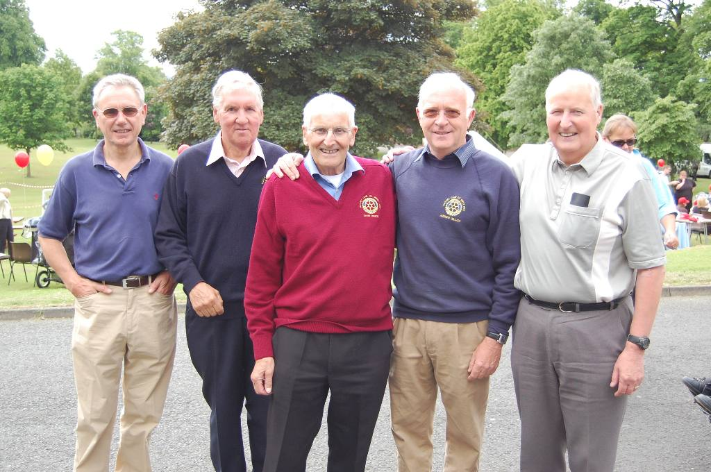 2007-08 - West Fife Rotarians at Kids Out 2008