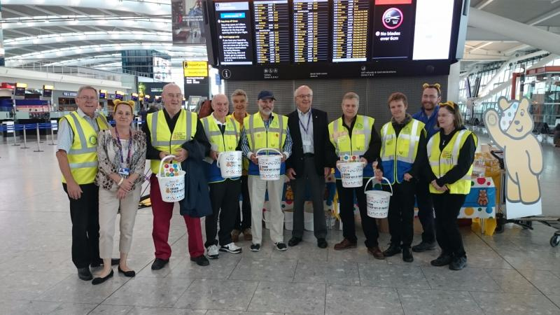 Children in Need Collection Heathrow 13th Nov 2015 - Terminal 5 with Peter Davey