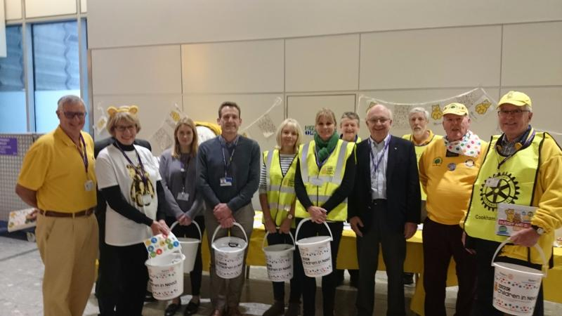 Children in Need Collection Heathrow 13th Nov 2015 - Terminal 4 with Peter Davey
