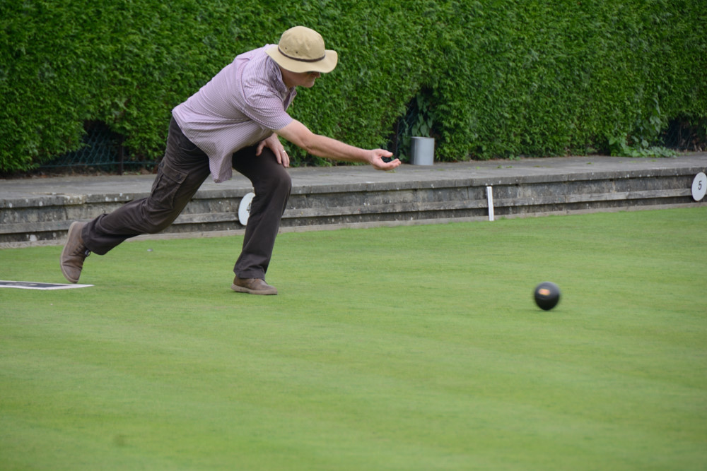 TEAM BASINGSTOKE DEANE THROUGH TO BOWLS FINAL - DSC 8393