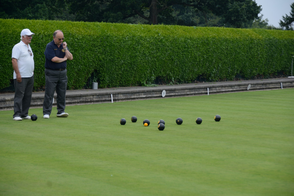 TEAM BASINGSTOKE DEANE THROUGH TO BOWLS FINAL - DSC 8459