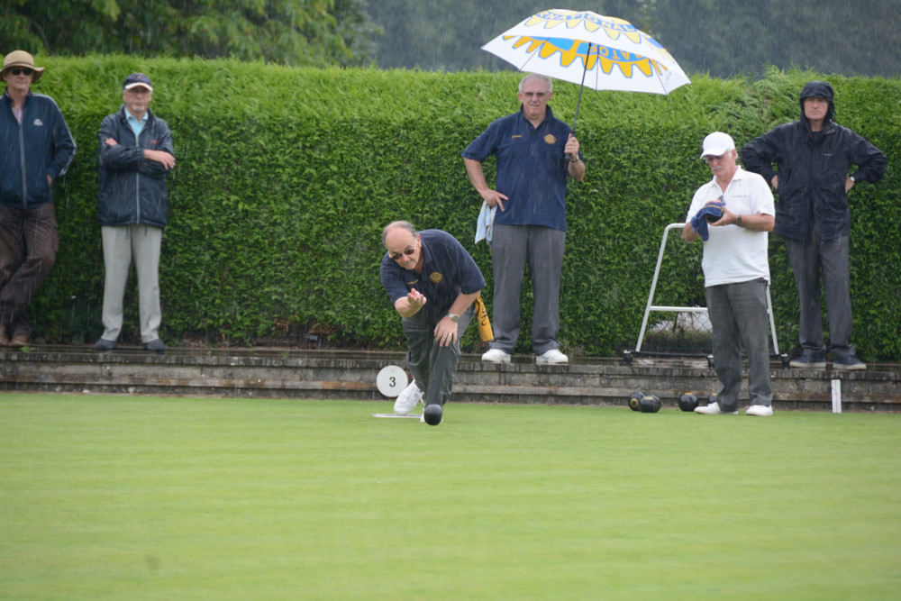 TEAM BASINGSTOKE DEANE THROUGH TO BOWLS FINAL - DSC 8567