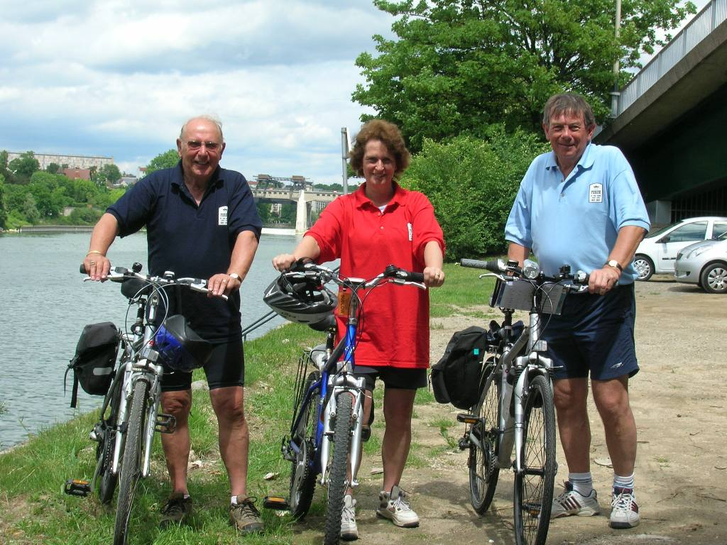En route on Seine Cycle - L to R Forum President Alan Tindall with Thorpe Bay President Rosemary Sudlow (who also cycled) toge