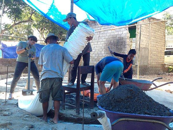 Lombok Earthquake Appeal - Laying the earth bags