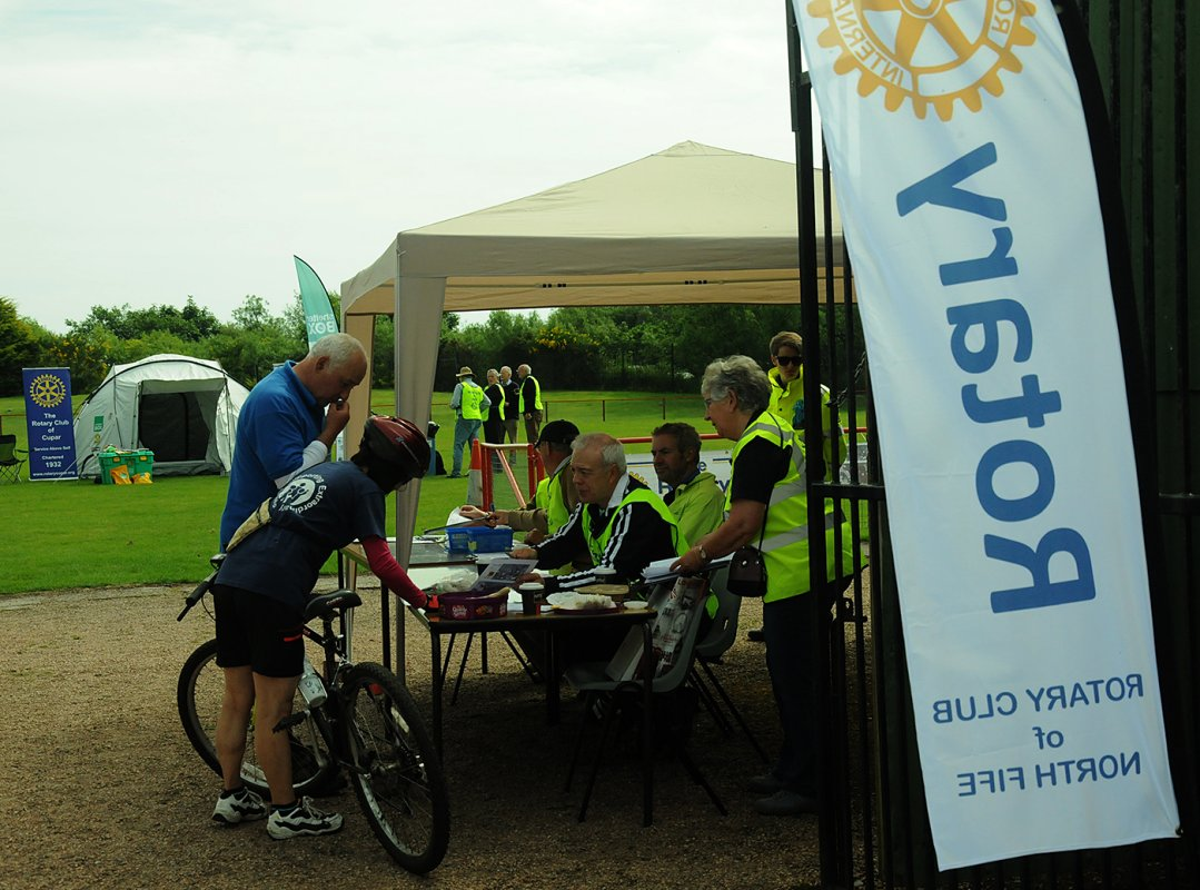 Rotary Cyclofun 2016 - Getting everyone safely registered