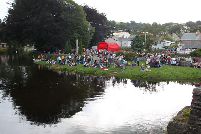 2012 Lostwithiel Carnival Week - Duck Race (03)