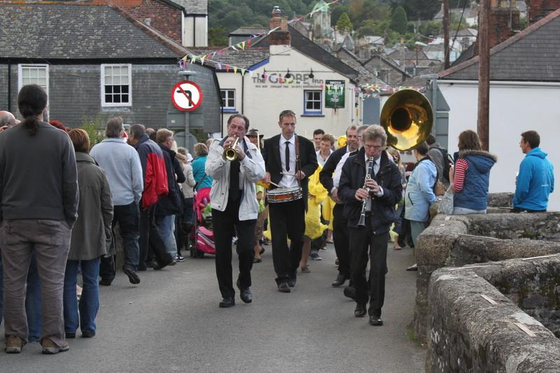 2012 Lostwithiel Carnival Week - Duck Race (04)