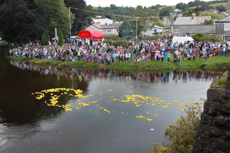 2012 Lostwithiel Carnival Week - Duck Race (09)
