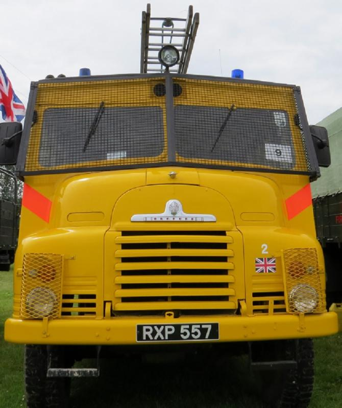Leisure Lakes Steam and Vintage Vehicle Rally 2016 - Yellow To be seen !