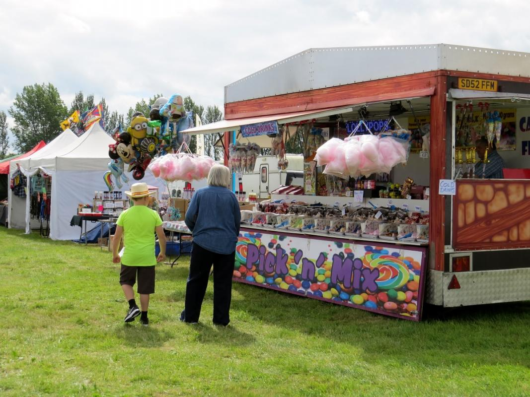 Leisure Lakes Steam and Vintage Vehicle Rally 2016 - Plenty of Choice for those with a Sweet Tooth !