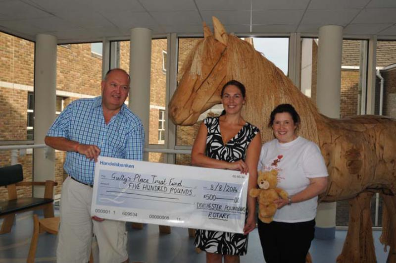 Visit to DCH to for Cheque Presentation for Gully's Place - For Web159