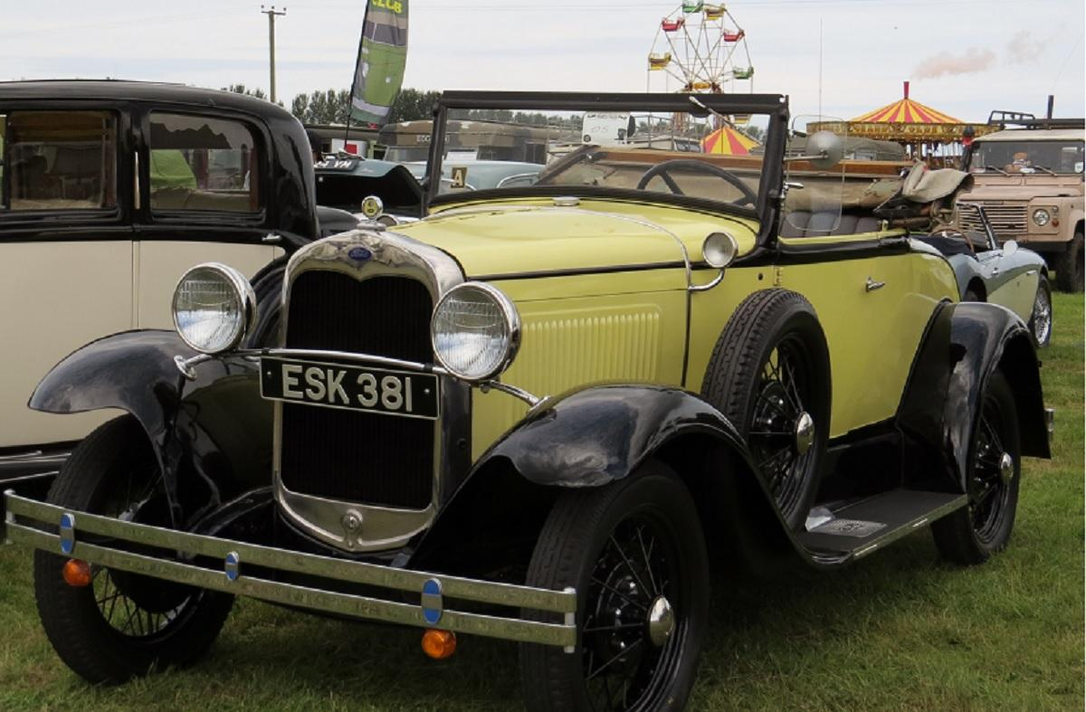 Leisure Lakes Steam and Vintage Vehicle Rally 2016 - Ford ESK 381 Looking Pristine