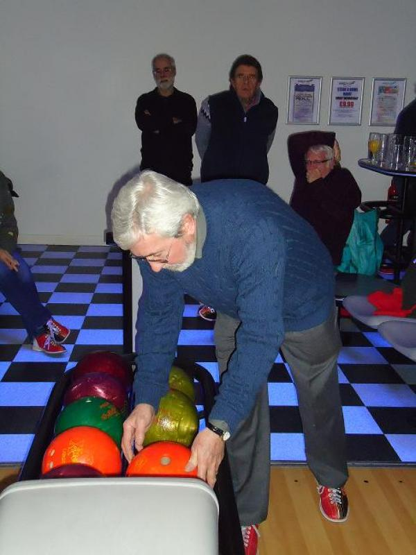 Steak and Bowls at the Grove - Dave Clement making a choice