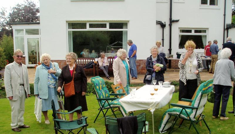 GARDEN PARTY AT 11 LABURNUM GROVE - Garden Party 2014-12