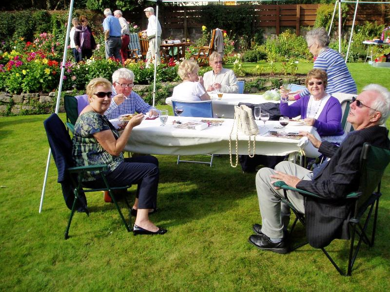 GARDEN PARTY AT 11 LABURNUM GROVE - Garden Party 2014-6