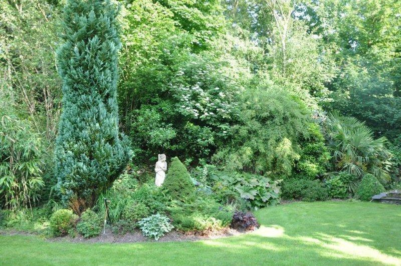 Rotary Garden Visit - Is a small Rotarian hiding in the shrubbery ?