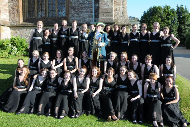 American Northwest Girlchoir and Young Voices of The Isle of Wight Concert 29 06 2013 - American Northwest Girlchoir with Ryde's town crier relax prior to the concert