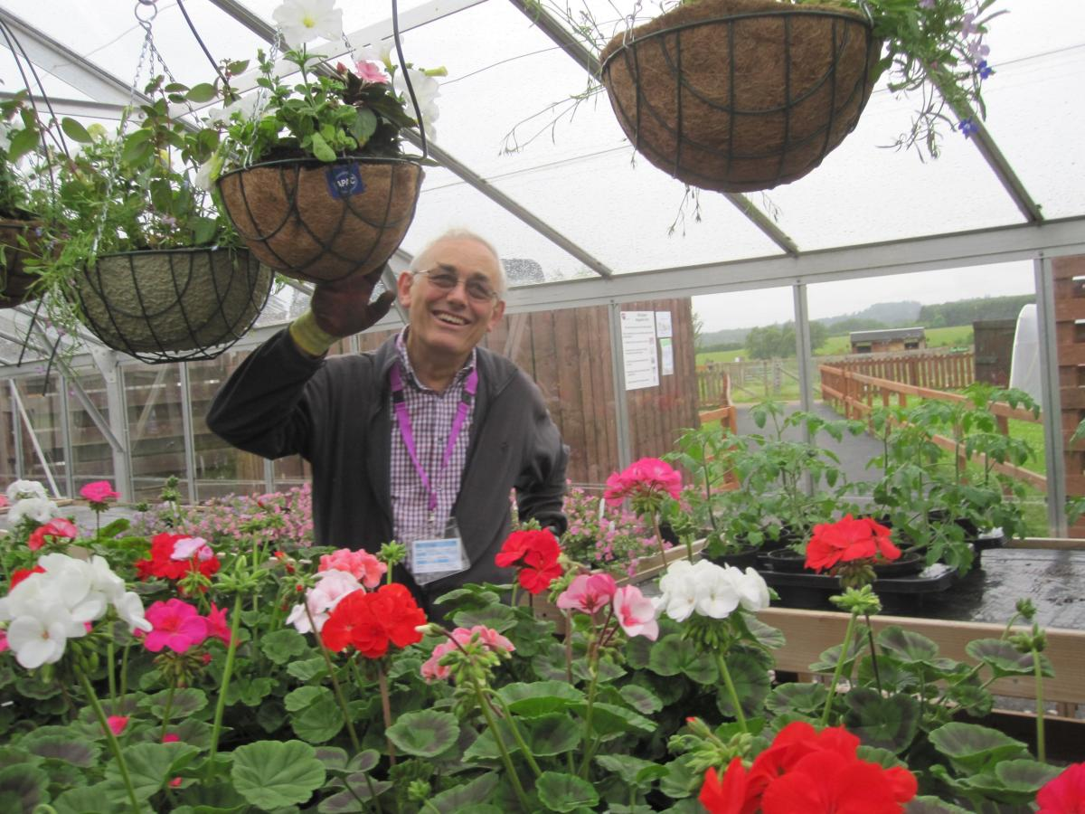 ART EVENT Update - Presentation to Easter Anguston Farm VSA. - Hanging Baskets 3 GP y