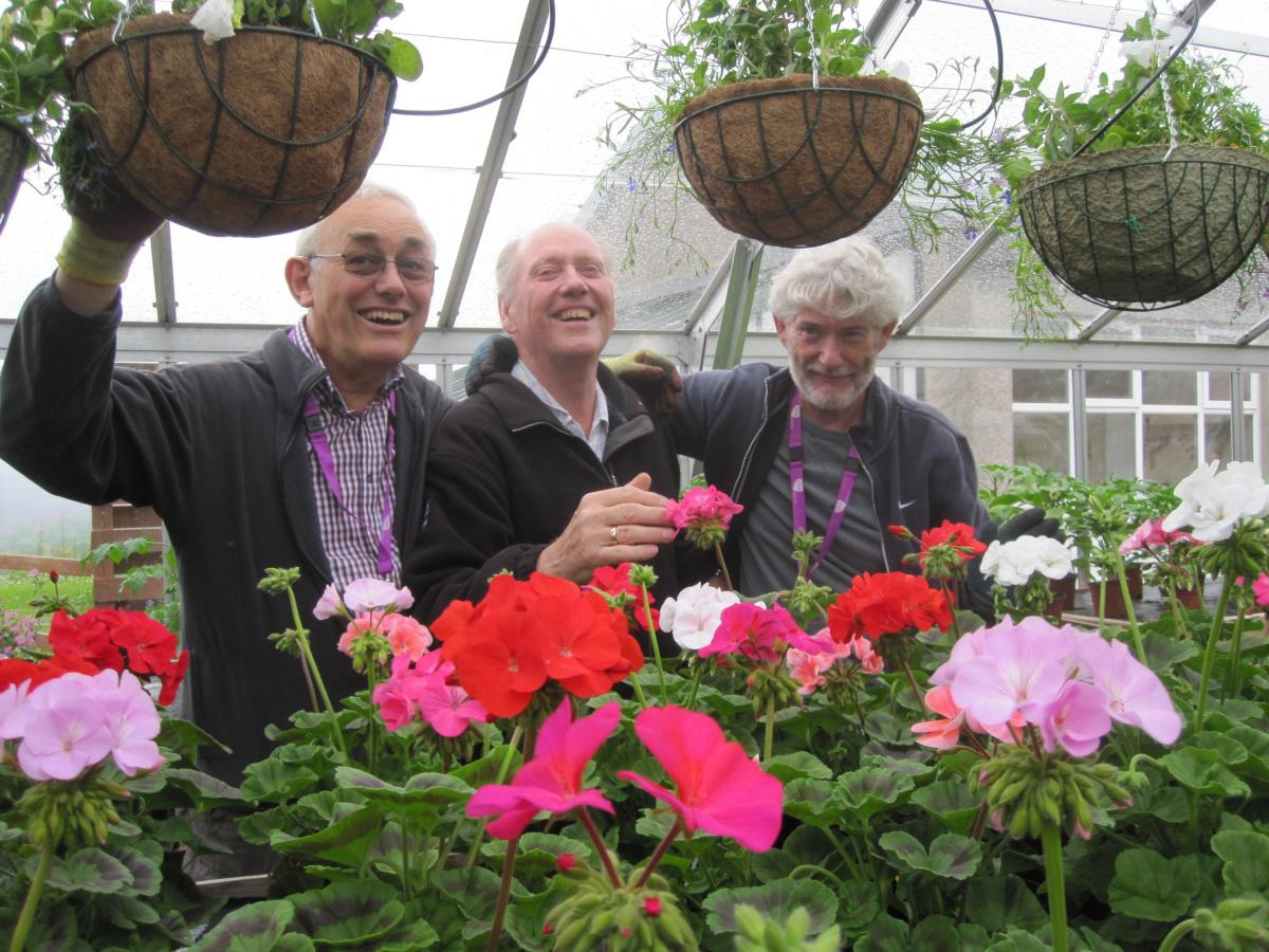 ART EVENT Update - Presentation to Easter Anguston Farm VSA. - Hanging Baskets 9 GP KR QT y