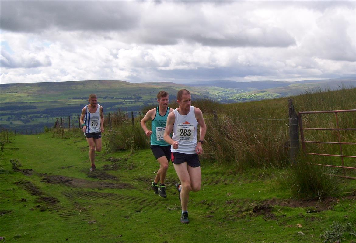 James Herriot Run Report 2017 - 3 leaders reach Gate1 at top of Black Hill