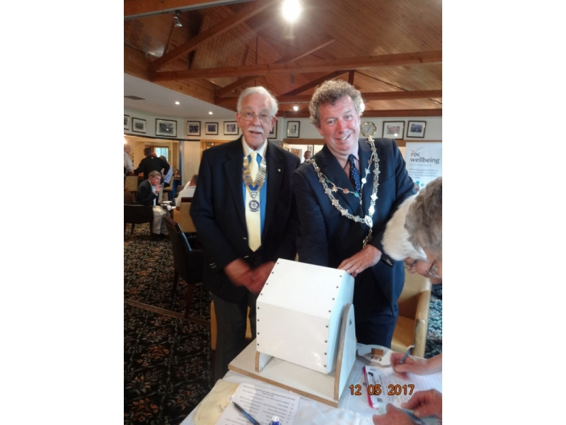 20th Annual Mayor of Truro's Charity Golf Day, 12 May 2017 - Mayor of Truro Rob Nolan and President of the Rotary Club Max Braga make the