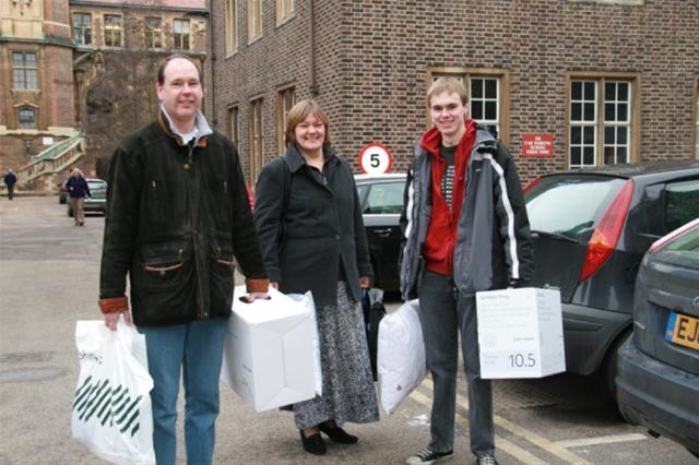 Dec 2010 Christmas Car Parking in Cambridge City Centre - Lots of presents?