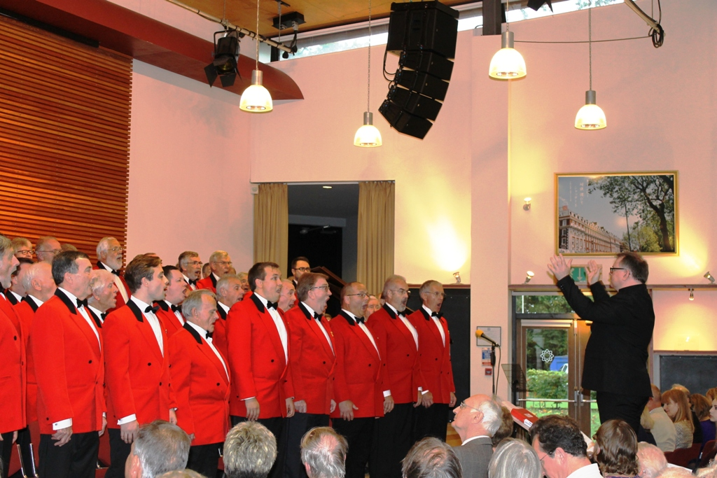 London Welsh Male Voice Choir at Taplow Court for Elizabeth House - IMG 5904