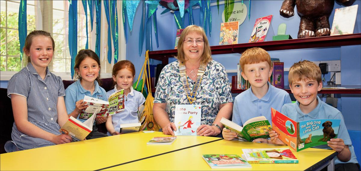 Accelerate Reading at Galmpton Primary School  - Yvonne reading with the children.