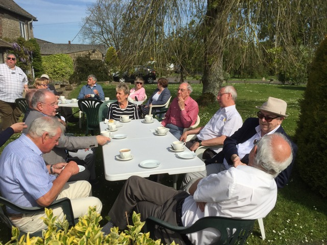Visit by RIBI President Denis Spiller - Denis Spiller and club members on the lawn at Lower Hook Farm