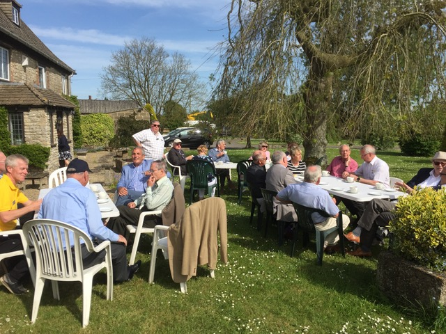 Visit by RIBI President Denis Spiller - Tea and cakes on the lawn at Lower Hook farm