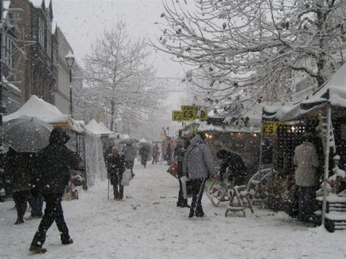 Xmas Street Collection - Saturday, 18th December 2010 - A snowy Staines Market