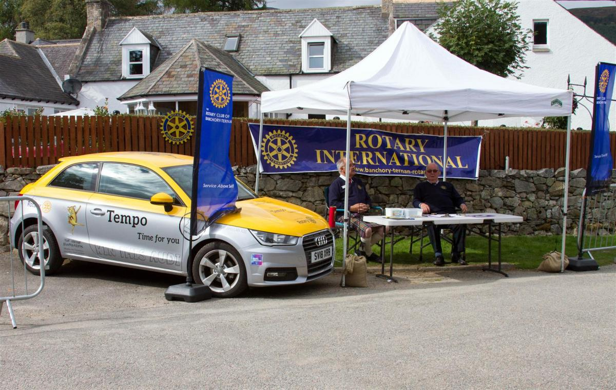 Royal Braemar Highland Gathering 1st September 2018  - Neat looking stand. Nice car!