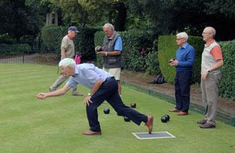 Bowls match - How to deliver a wood