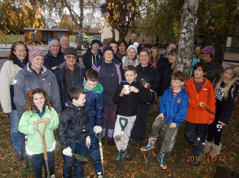 Growing Together to End Polio Now - A further 4,000 corms were planted at West Kidlington School by pupils and other volunteers