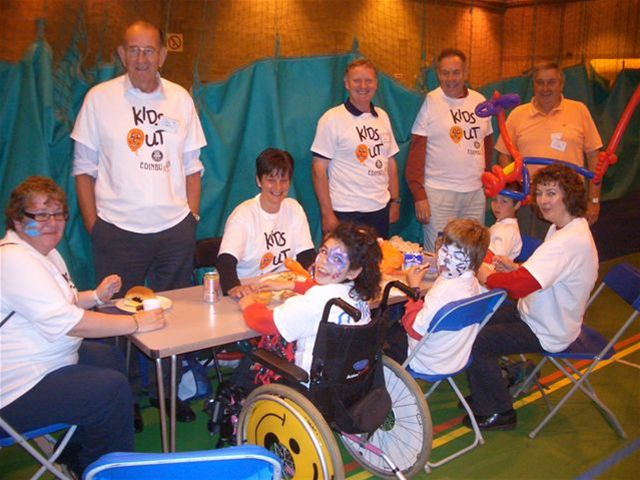 Kids Out Day 9th June 2010 - Des Bathgate, Ian Donald, Rex Homer, Henry woolley, helpers and children.