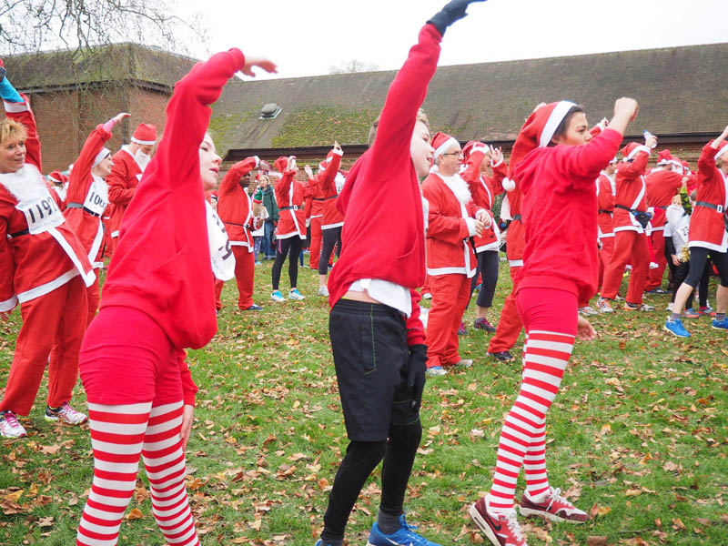 Marlow Santa Fun Run 2016 - Limbering up for the challenge ahead