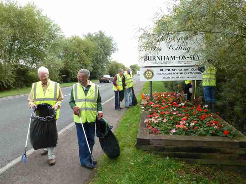 The Queens Drive - Rotarians preparing to litter-pick