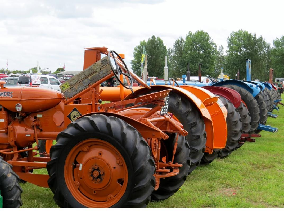 Leisure Lakes Steam and Vintage Vehicle Rally 2016 - Clean Tractors An Unusual Sight !