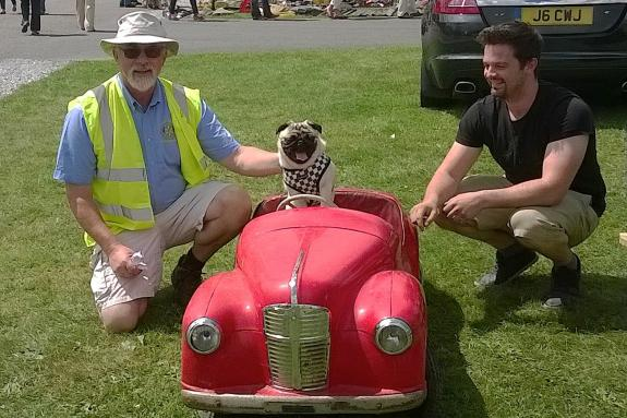 WHEELS 2014 REPORT & PICTURES - Mr (Nick) Pickles meets Mr Pickles (dog)