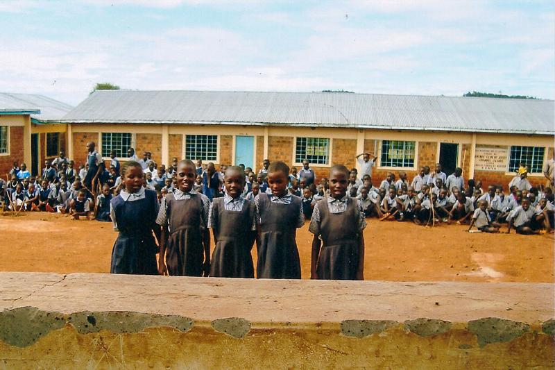 Education Western Kenya - Pupils proud of their new setting.