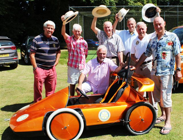 Newent Rotary Soap Box Racer - Hat's off to The Team