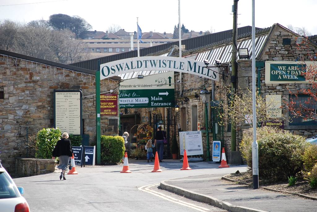 Views around Church and Oswaldtwistle - Tourist attraction Oswaldtwistle Mills