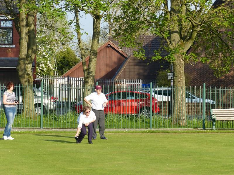 Fun Bowls evening with Widnes Rotary Club at Victoria Park Widnes - Rtn Ros & Rtn Ken