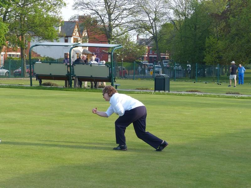 Fun Bowls evening with Widnes Rotary Club at Victoria Park Widnes - Rtn Ros